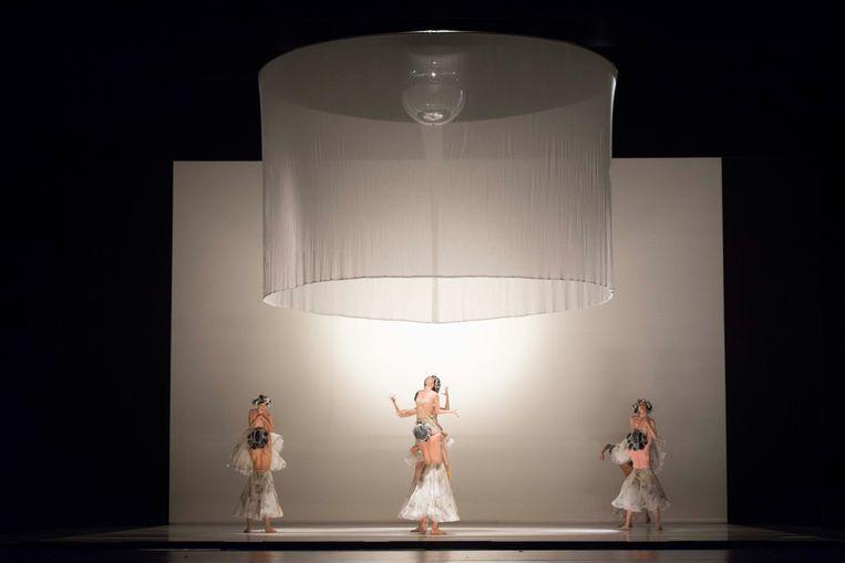 'Ma Mère L'Oye' in Venetië.  Beeld Ballet Vlaanderen/Ingnaco Urrita