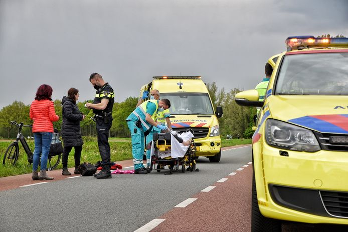 Bij de botsing raakten twee mensen gewond, één van hen werd met spoed naar het ziekenhuis gebracht