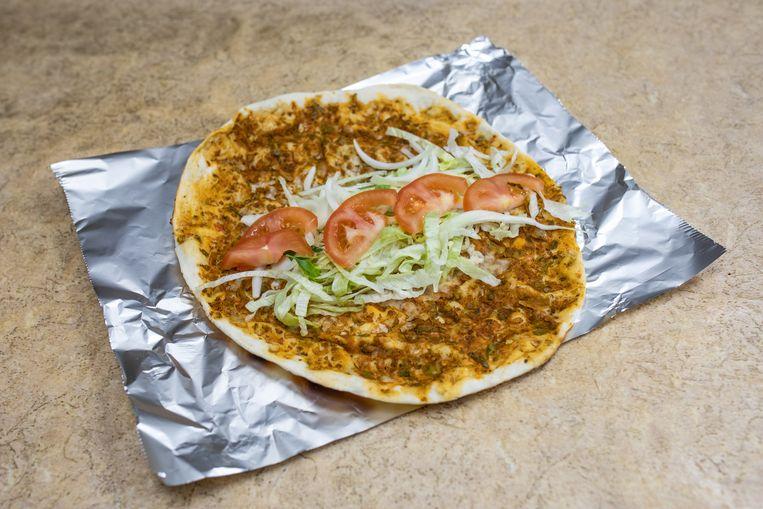 Turkse pizza van Demirel. Beeld Nosh Neneh