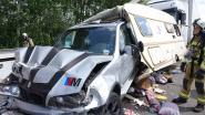Truck rijdt in op caravan op E313 naar Antwerpen: drie lichtgewonden