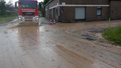 Fel onweer veroorzaakt modderige wegen