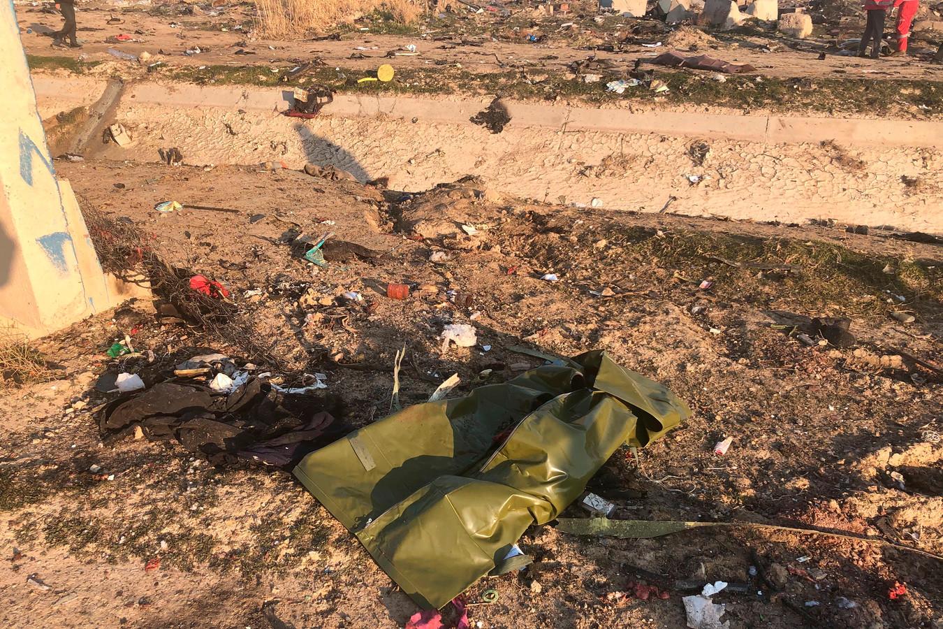 Brokstukken van het vliegtuig van Ukrain Airlines in een buitenwijk van Teheran. Geen van de 170 inzittenden overleefde de crash.