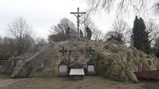 De calvarieberg op het kerkhof in Sint-Oedenrode, een van de parels in Meierijstad.