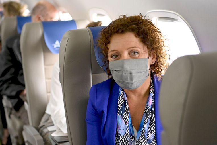 'Lydia Peeters kroop zelfs in een vliegtuig van Antwerpen naar Brussel. Een blunder. Ze moet ook wat meer politieke moed tonen.' Beeld BELGA