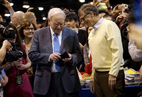 Warren Buffett (L) en Bill Gates .