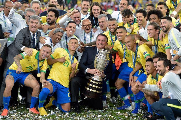 Brazilië viert het winnen van de Copa América in 2019 met president Jair Bolsonaro.