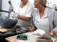 Vriezenveense zussen Vroukje en Rely doen niets liever dan betonsnijden