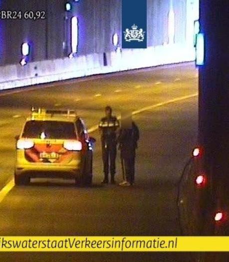 Politie haalt wandelende man uit Leidsche Rijntunnel