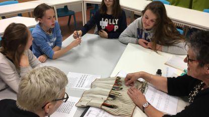 Leerlingen Secundaire Freinetschool Poperinge proberen oude ambachten uit op Nacht van de Geschiedenis