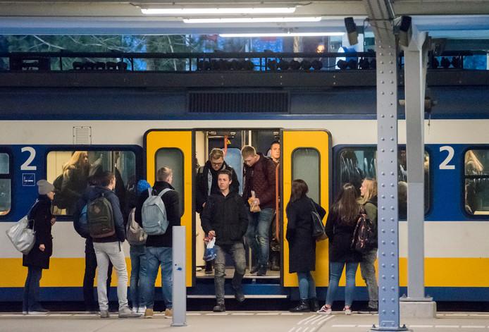 Treinreizigers uit Harderwijk kunnen straks in de spits sneller naar Amersfoort; passagiers uit Ermelo en Putten kunnen eindelijk een keer zitten.