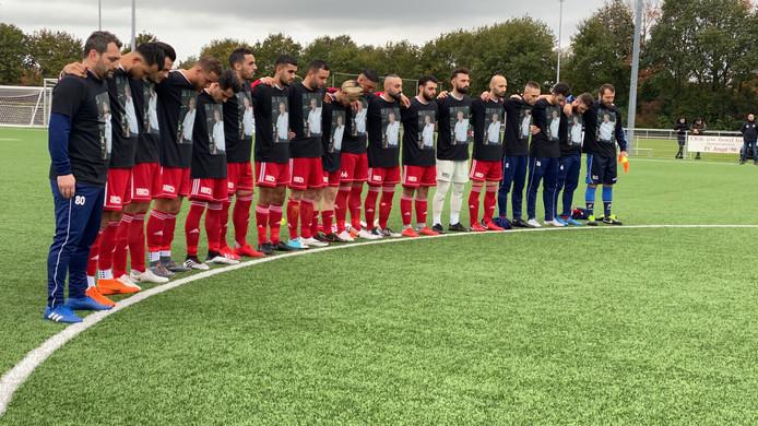 De selectie van FC Jeugd nam met een minuut stilte afscheid van Gert van den Born.