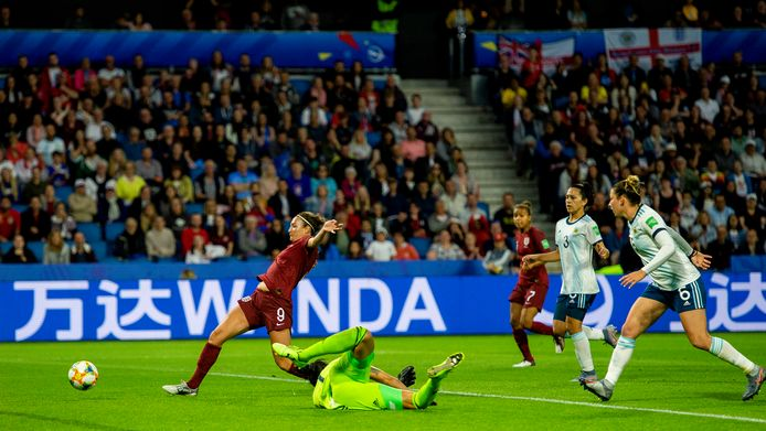 Jodie Taylor maakt het enige doelpunt van de wedstrijd.