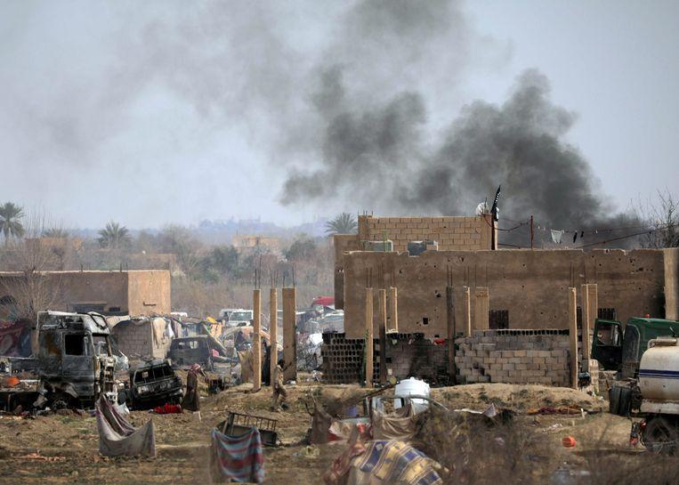 De strijd tegen het laatste IS-bolwerk woedt volop. Beeld REUTERS