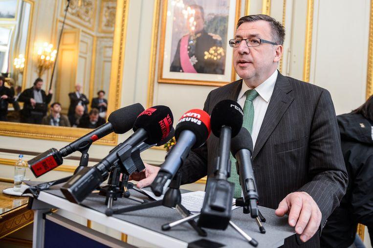 5 maart 2013: Steven Vanackere kondigt zijn ontslag aan als minister van Financiën.