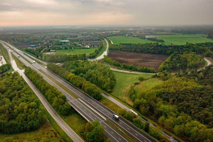 De A67 ter hoogte van Asten. De Peelgemeenten zoeken onder meer langs deze snelweg naar plekken voor een nieuw regionaal bedrijventerrein.