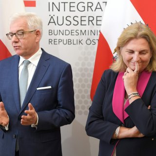Ophef over bruiloftsgast van Oostenrijkse minister: Vladimir Poetin