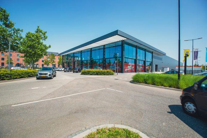De MediaMarkt-winkel in Bergen op Zoom die nu nog in de binnenstad huist, verkast naar De Zeeland aan de rand van de stad. De nieuwe vestiging opent op 14 oktober 2021 in een pand met veel glas en lichtinval.
