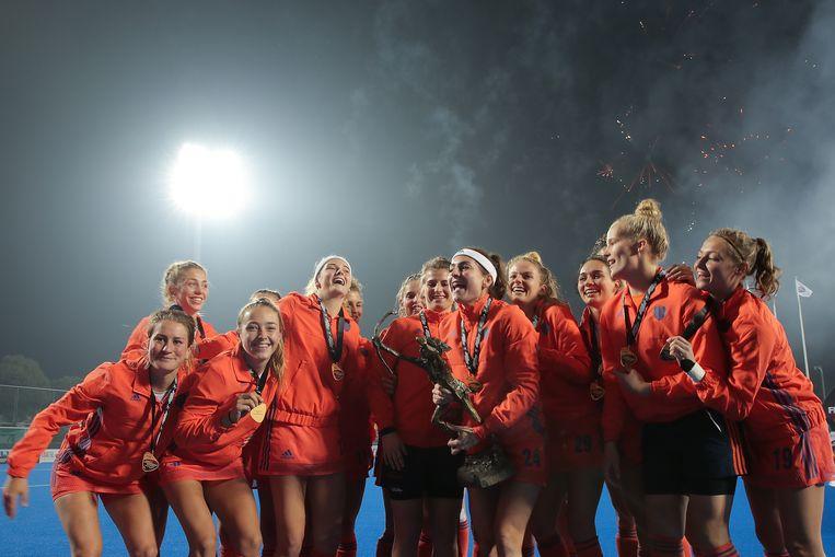 Nederlandse spelers vieren de overwinning op Australië in Changzhou, China. Beeld Getty Images for FIH
