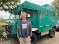 Bart wil met zijn Land Rover-ambulance uit de eerste Golfoorlog over de hele wereld reizen