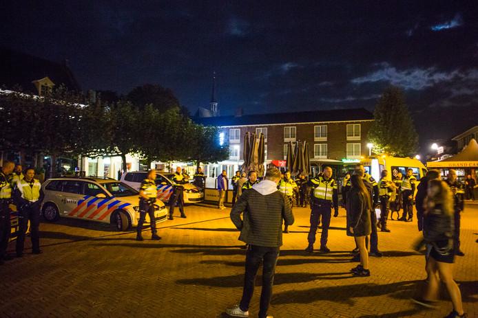 Grote politie-inzet in Doetinchem bij de vechtpartij in de nacht van zaterdag op zondag.