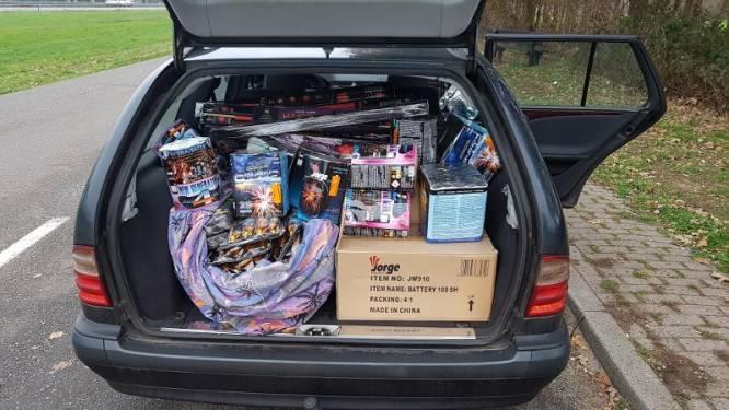 Duo uit Deventer en Wijhe rijdt met 500 kilo illegaal vuurwerk de grens over