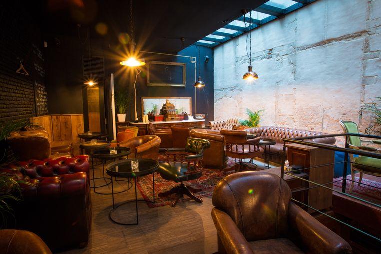 Het interieur van cocktailbar Dogma in Antwerpen. Beeld dieter moeyaert