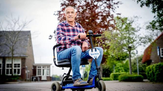 Op zijn scootmobiel Herbie kan Piet voortaan veel makkelijker naar het ziekenhuis