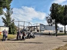 Drukte bij afgebrande panden Kraaiven Tilburg, brandweer moet opnieuw komen voor oplaaiend vuur
