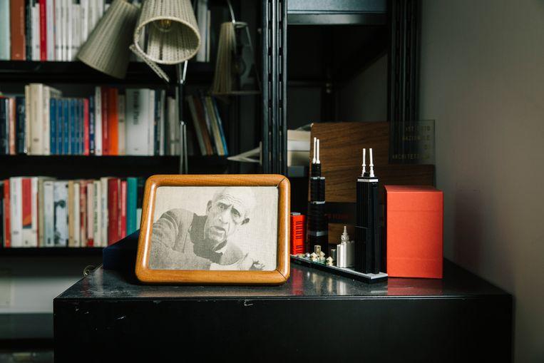 De laatste bekende foto van schrijver J. D. Salinger in de werkkamer van Sandro Veronesi.  Beeld Gianni Cipriano