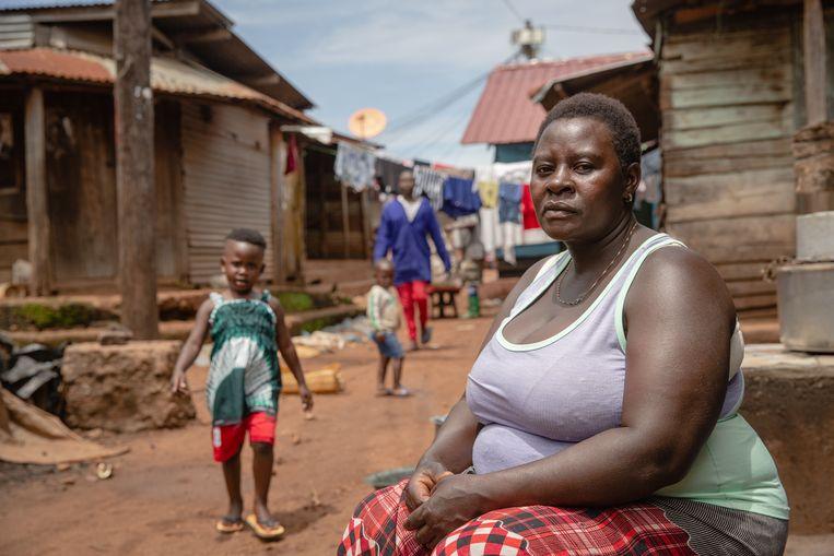 Aidah Nakandi heeft een restaurant op Kitobo-eiland. Ze wil graag een vaccinatie, maar heeft geen idee op welk eiland ze die kan krijgen.  Beeld Esther Ruth Mbabazi