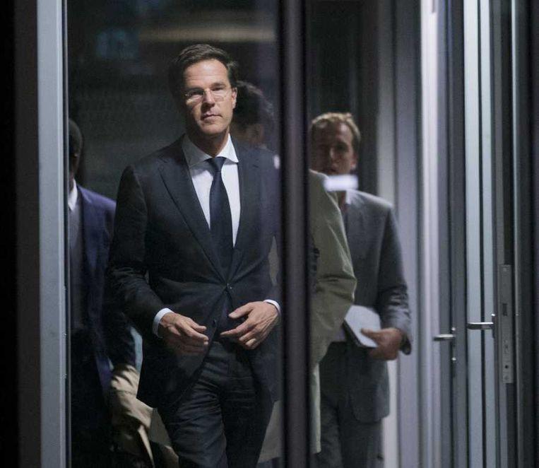 Premier Rutte verlaat het ministerie van Financiën na het begrotingsoverleg. Beeld anp