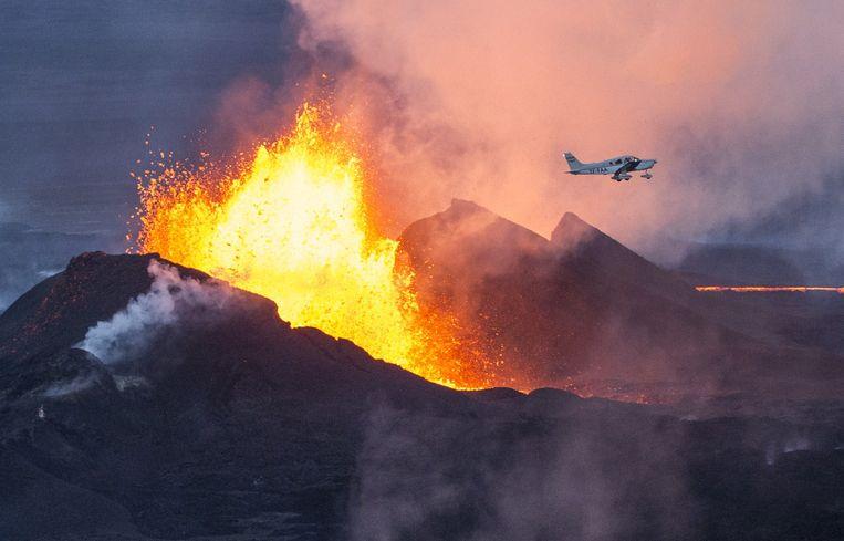 Bij de uitbarsting van de Bárðarbunga spoot lava metershoog de lucht in.