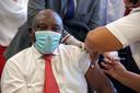 Op 17 februari kreeg de Zuid-Afrikaanse president Cyril Ramaphosa zijn Johnson & Johnson-spuitje.