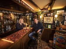 Thuiscafeetje in Oldenzaal: 'Brandt het lampje? Dan mag je naar binnen'