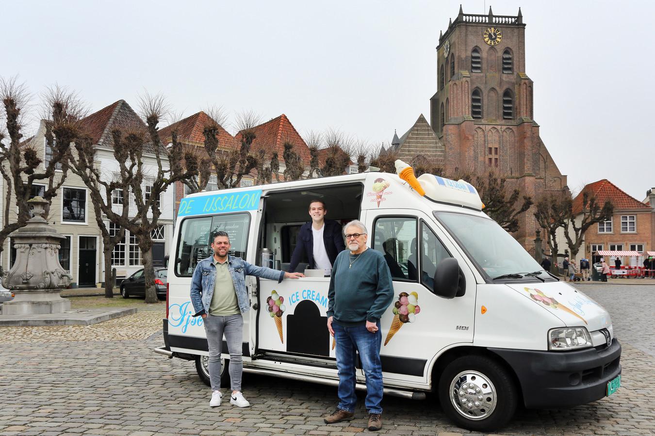 Drie generaties Ijscomannen: Jan van Beek (73), Wassily van Beek (50) en Damon van Beek (21).