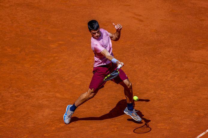 Carlos Alcaraz bat des records de précocité et va rencontrer son idole Rafael Nadal à Madrid.