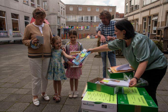 De Sint-Gertrudisbasisschool moet woensdag noodgedwongen starten met gekopieerde schoolboeken.