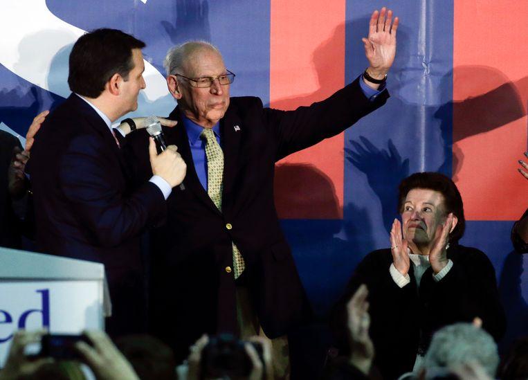 Ted Cruz samen met zijn ouders Rafael en Eleanor tijdens een eerdere verkiezingsmeeting.