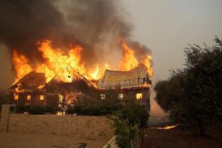 fotoreeks over Bosbranden in Californië jagen duizenden mensen op de vlucht