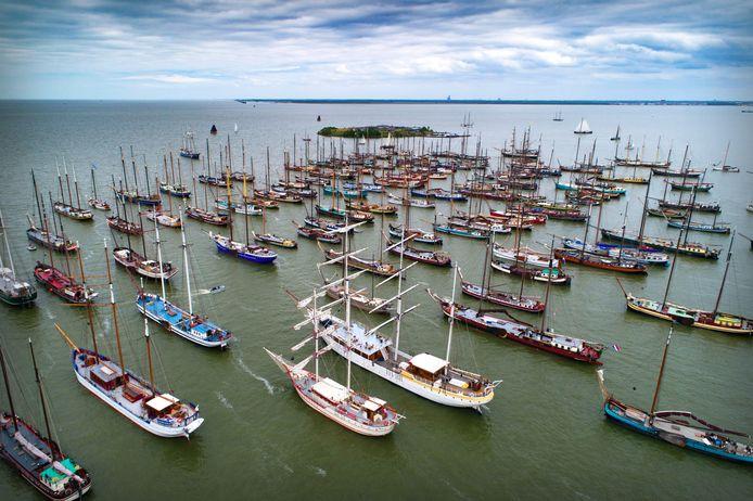 De coronacrisis zorgt voor financiële nood bij schippers van de bruine vloot. Deze tegenslag wordt ook aangegrepen om na te denken over een beter verdienmodel voor de toekomst.