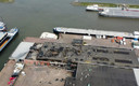 De brandweer blust maandag nog na in Werkendam. Zondag ging het hier gruwelijk mis.
