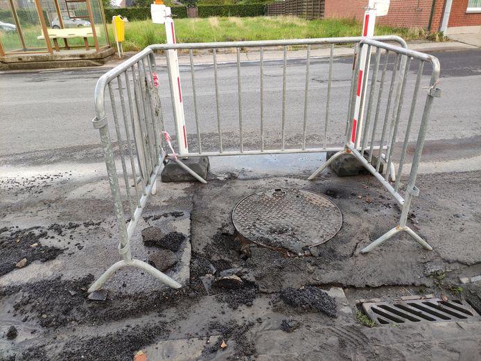 Enkele straten kwamen even onder water te staan, hier kreeg de onderlaag van het asfalt het zwaar te verduren