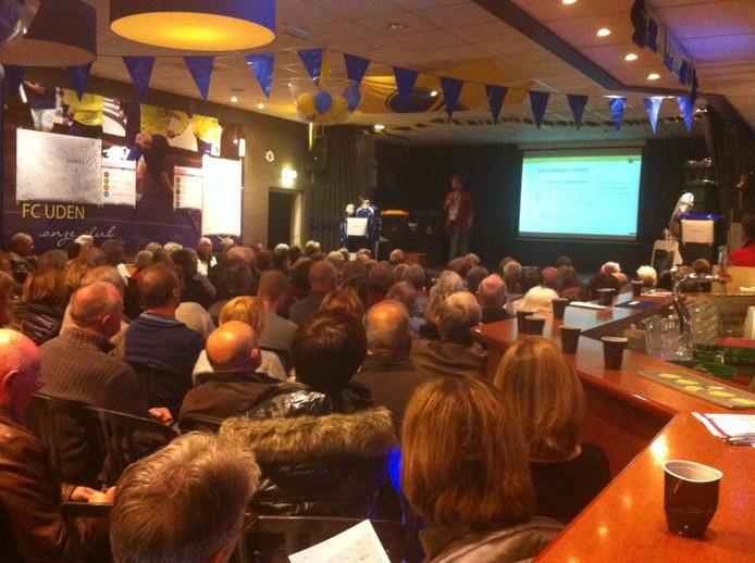 De kantine van FC Uden zat maandagavond afgeladen vol tijdens de info-avond over afval in Uden.