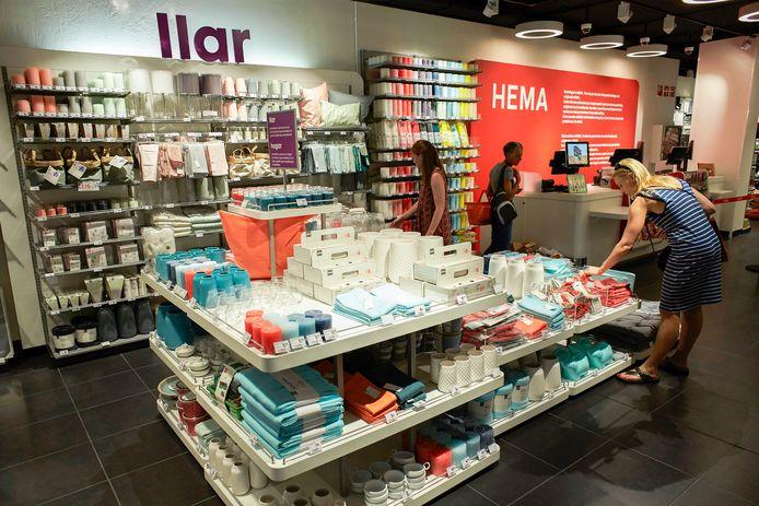 Interieur van de Hema in Barcelona. De kans is groot dat Hema na het Verenigd Koninkrijk (zes winkels) ook besluit de vestigingen in Spanje (tien winkels) te sluiten en zich te richten op de zogeheten kernlanden.
