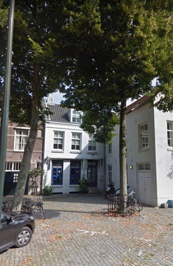 De achterzijde van Restaurant Vrienden aan het Sint-Janskerkhof in Den Bosch