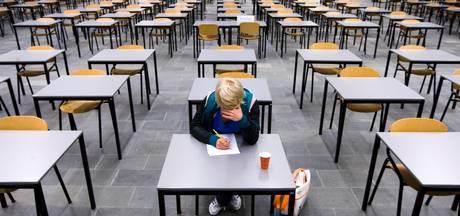 Strak studieregime om te leren voor de examens in bieb Raalte
