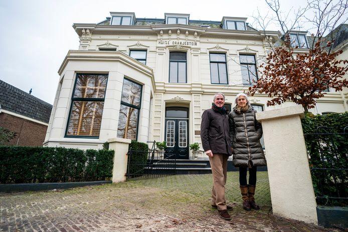 """Henny en Erik: ,,Het is eigenlijk de hele historische setting, die wonen in dit dorp zo aantrekkelijk maakt."""""""