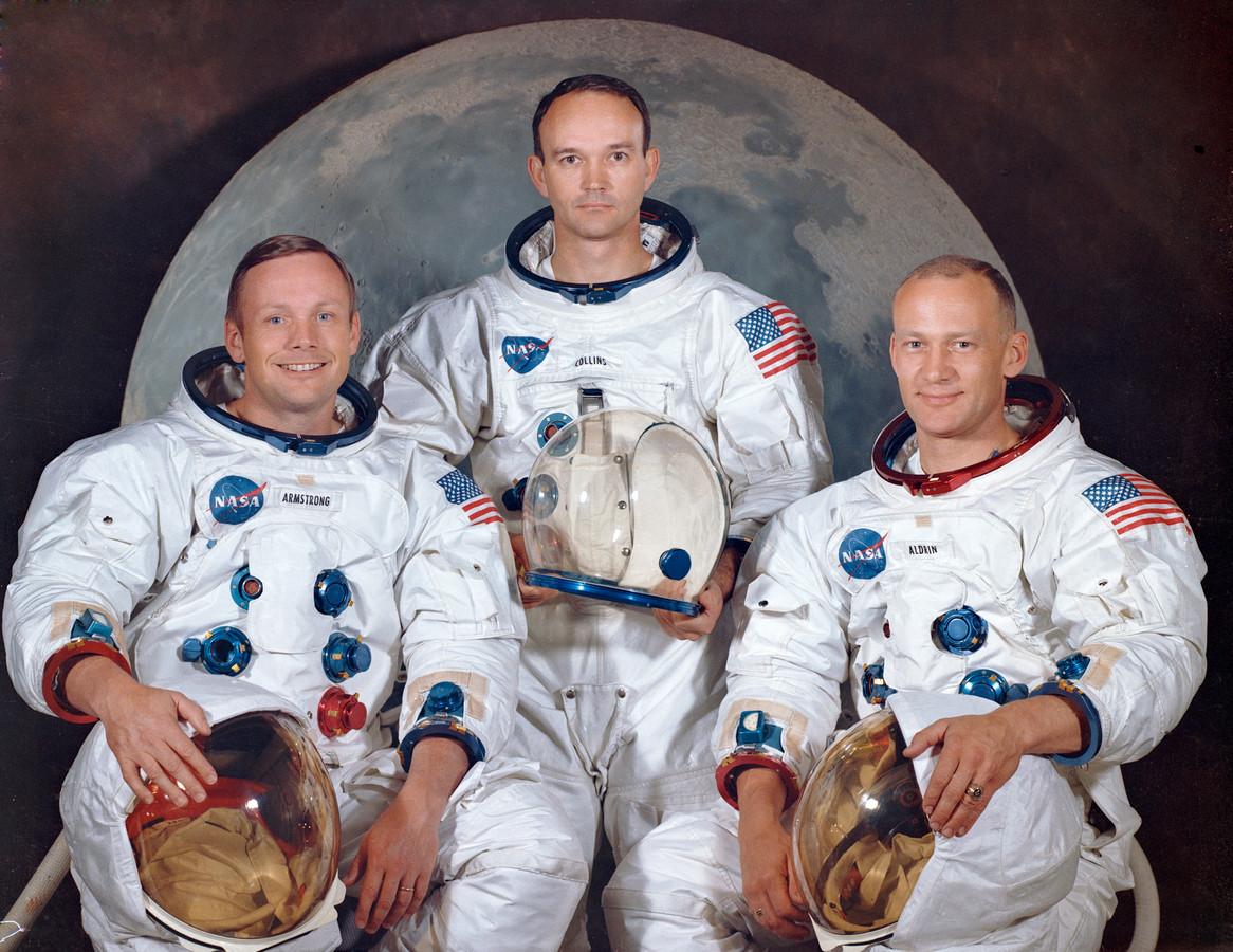 Michael Collins met links Neil Armstrong en rechts rechts Edwin 'Buzz' Aldrin.