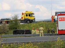 Ongeval bij Son: auto rijdt zo van de snelweg af en valt tussen de A2 en N2 in het gras