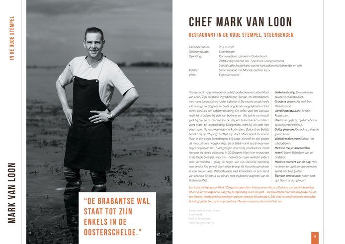 Vanwege een uitspraak over de Oosterschelde werd de Steenbergse chef Mark van Loon gefotografeerd met zijn voeten in het water.